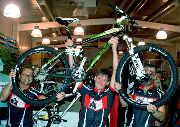 Zuerst wollten Jürgen und Bernd das Bike lieber selber behalten ...