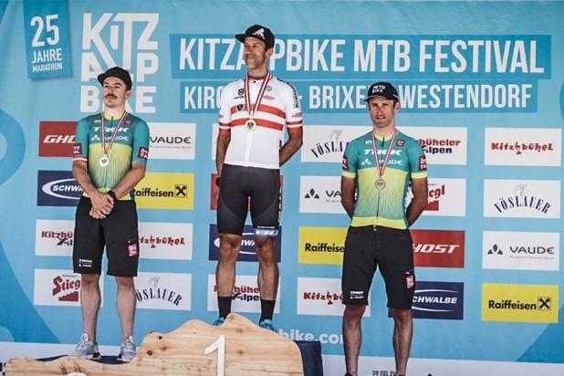 1. Alban Lakata, 2. Gregor Raggl, 3. Karl Markt – MTB Marathon Staatsmeister KitzAlpBike 2021 (Foto: sportograf.de)