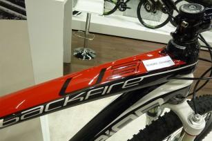 """Ein 2013er <a href=""""http://www.centurion.de/de_de/bikes/2013/44/MTB+Hardtails/Backfire+Carbon+Ultimate+3.29"""" target=""""_blank"""">CENTURION Backfire Carbon Ultimate 3.29</a> im Wert von 3.999 Euro wird sogleich am Messestand für Christoph reserviert."""